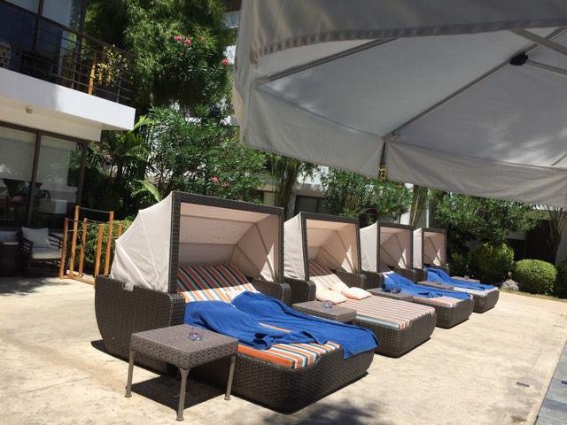 pool lounge chairs
