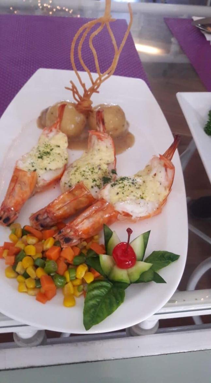 Baked prawns with Boursin Garlic & Herb Cheese