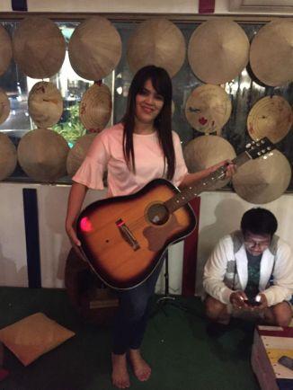 jasmine with guitar