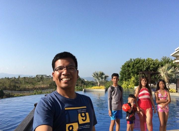 family pic pool