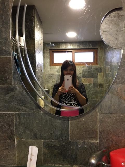 restroom selfie.jpg